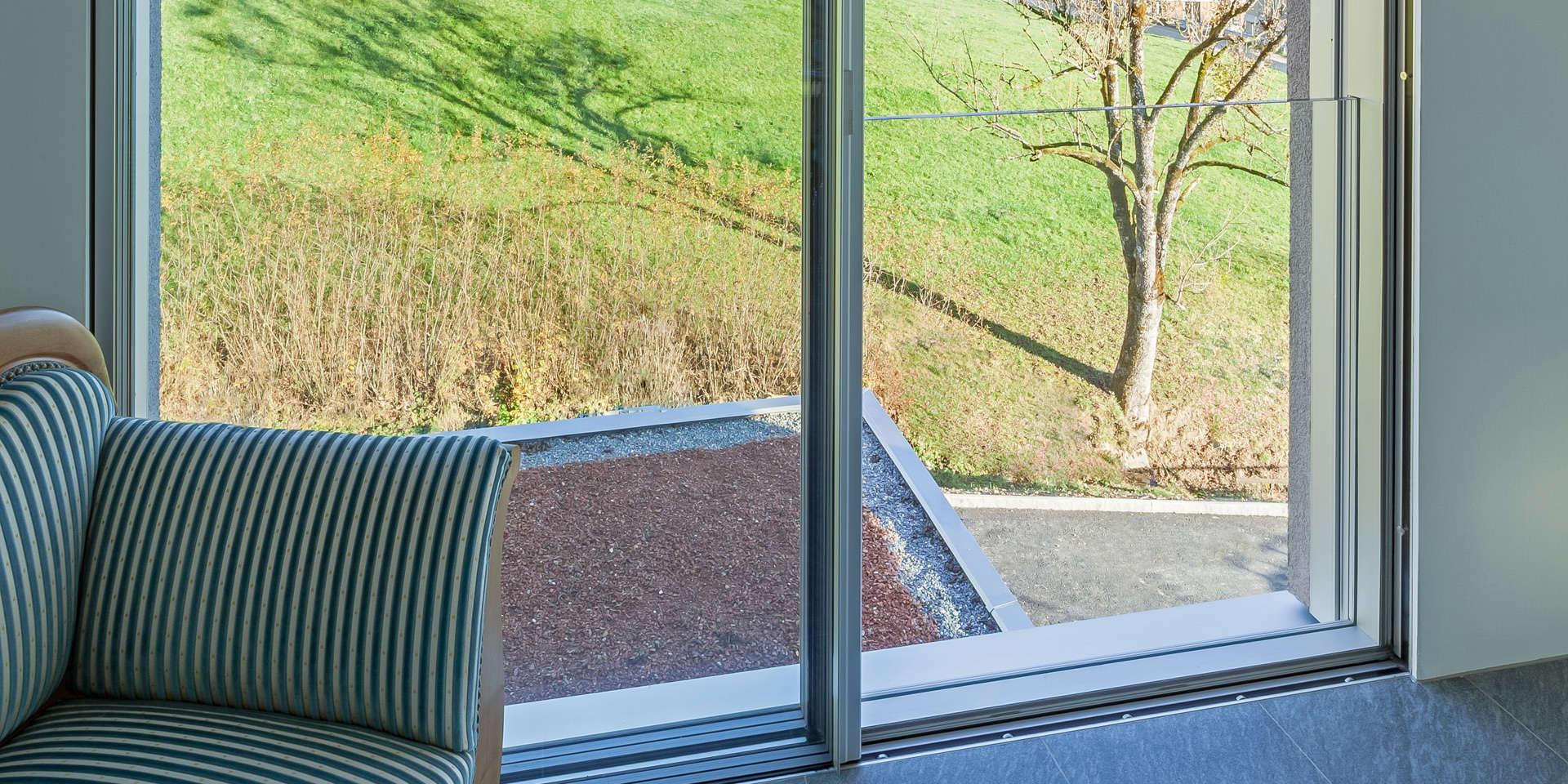 Absturzsicheres ganzglasgel nder swissfineline ag - Bodentiefe schiebefenster ...